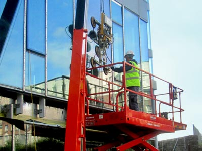 Glass Lifting Service and Vaccuum Lifter Hire